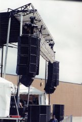 speakers, sound reinforcement, erecting outdoor stages